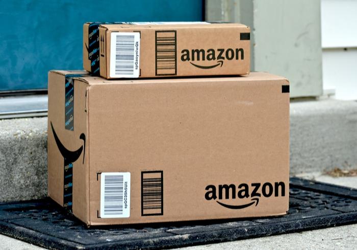 Mua hàng từ Amazon đến Việt nam - Ảnh: Internet